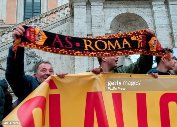 Supporters of the football team of Rome manifest of the Rome stadium in support on Campidoglio two hours from the summit between AS Roma and the...