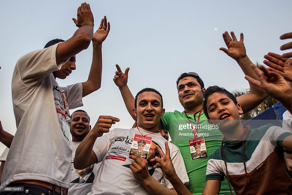 Supporters of the former Egyptian Defence Minister Abdulfattah el-Sisi attend the electoral campaign held in the district of Nasr City before the upcoming presidential elections on May 10, 2014 in Cairo, Egypt.