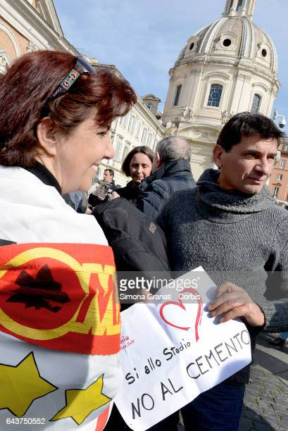 Supporters of the mayor Virginia Raggi and the 5 Star Movement protest in Piazza Venezia exhibiting signs in favor of the construction of the Rome...