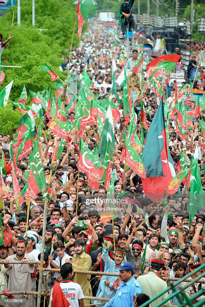 Supporters of the opposition party Pakistan Tehreek-e-Insaaf (PTI) rally during an anti-goverment protest on August 16, 2014 in Islamabad, Pakistan. Opposition parties PTI and Pakistan Awami Tehrik (PAT) hold a huge rally calling for the resignation of Prime Minister Nawaz Sharif and general election.