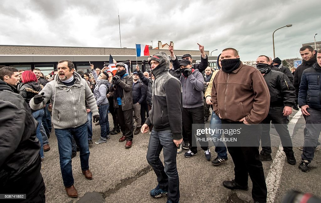 Supporters of the Pegida movement (Patriotic Europeans Against the Islamisation of the Occident) demonstrate in Calais, northern France on February 6, 2016. Anti-migrant protesters in the French port city of Calais clashed with police as they defied a ban and rallied in support of a Europe-wide initiative by the Islamophobic Pegida movement. / AFP / PHILIPPE HUGUEN