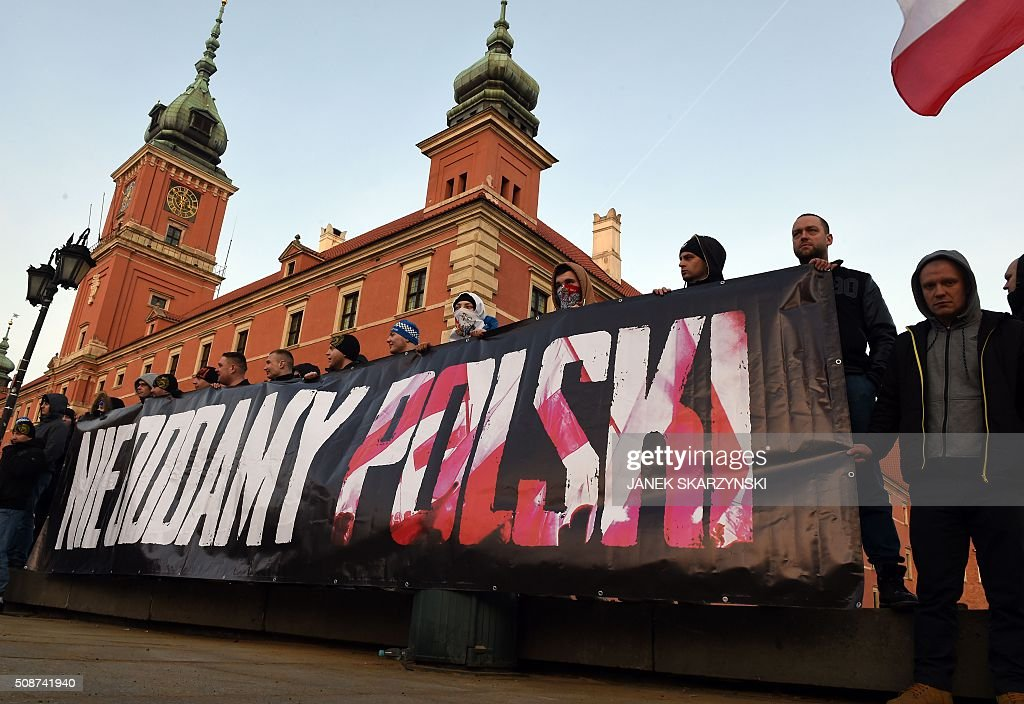 Supporters of the Pegida movement (Patriotic Europeans Against the Islamisation of the Occident) demonstrate in front of Royal castle with banner reading 'will not give back Poland' in Warsaw on February 6, 2016 in Warsaw. / AFP / JANEK SKARZYNSKI