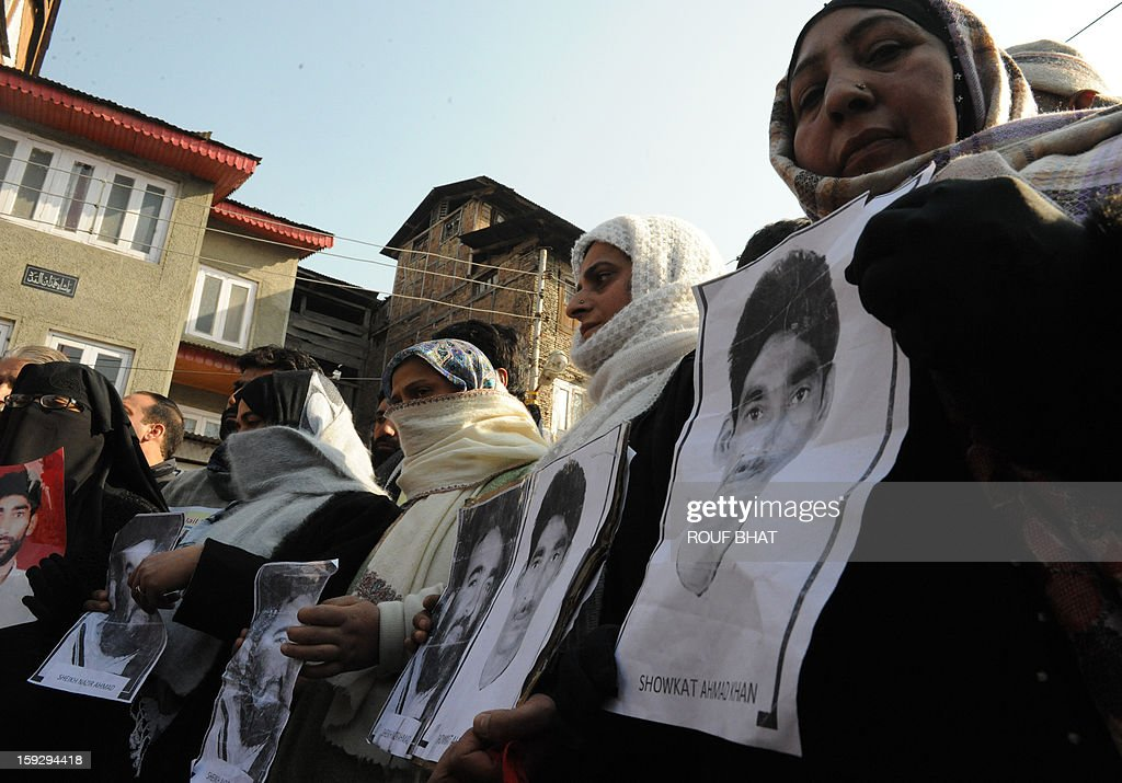 Supporters of the pro-independence Jammu and Kashmir Libration Front (JKLF) participate in a 'jail bharo' agitation to tempt police for their arrest in Srinagar on January 11, 2013.The agitation was held to protest against the life sentences to Kashmiri prisoners by the Indian courts. At least 29 Kashmiri men are in jails serving life sentences, according to Kashmiri human rights group. AFP PHOTO/Rouf BHAT