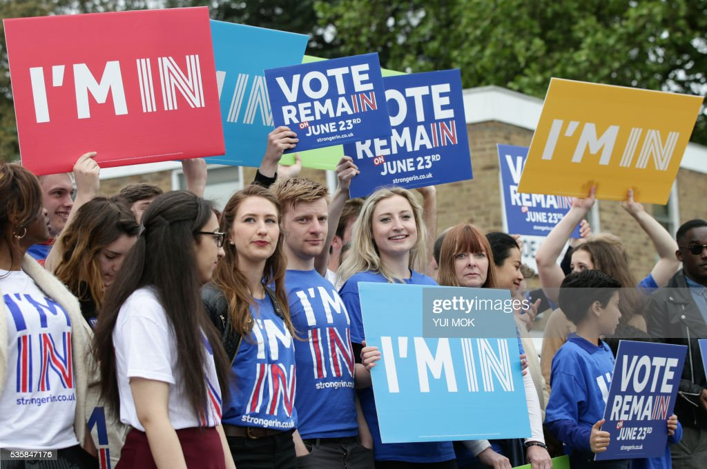 Supporters of the 'Vote Remain' campaign attend the launch of the 'Britain Stronger In Europe' guarantee card by Mayor of London Sadiq Khan and Britain's Prime Minister David Cameron in west London on May 30, 2016, ahead of the EU referendum in Britain on June 23, 2016. / AFP / POOL / Yui Mok