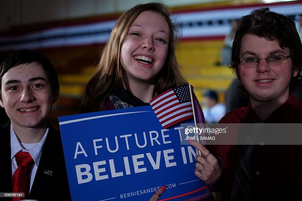 Supporters of US Democratic presidential candidate Bernie Sanders arrive for primary night rally in Concord, New Hampshire, on February 9, 2016. / AFP / Jewel Samad