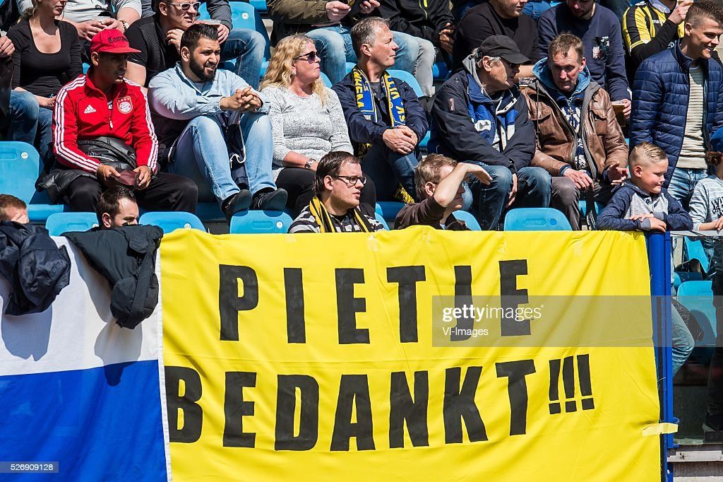 supporters of Vitesse thank goalkeeper Piet Velthuizen of Vitesse during the Dutch Eredivisie match between Vitesse Arnhem and FC Utrecht at Gelredome on May 01, 2016 in Arnhem, The Netherlands