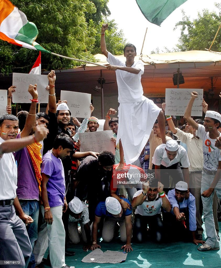 'NEW DELHI, INDIA - AUGUST 3: Supporters show their support for seventy four years old Anna Hazare who on his six-day long fast on August 3, 2012 in New Delhi, India. (Photo by Mohd Zakir/Hindustan Times via Getty Images)'