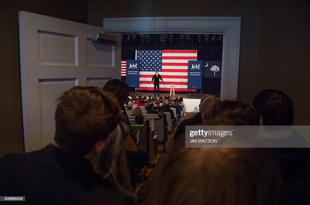Supporters stand outside the full auditorium as Republican presidential candidate Jeb Bush speaks during a town hall in Fountain Inn, South Carolina, on February 13, 2016. / AFP / JIM WATSON