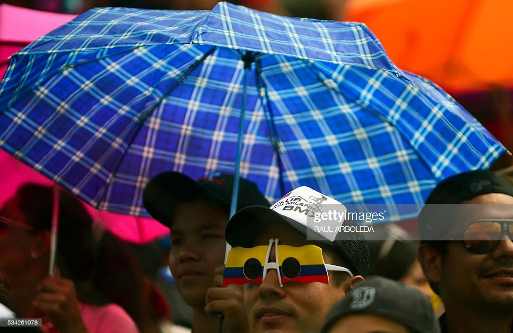 Suppoters attend the classifications in the UCI BMX World Challenge, categories ages twelve, at Antonio Roldan Betancur challenger track in Medellin, Antioquia department, Colombia, on May 25, 2016 / AFP / -- / RAUL