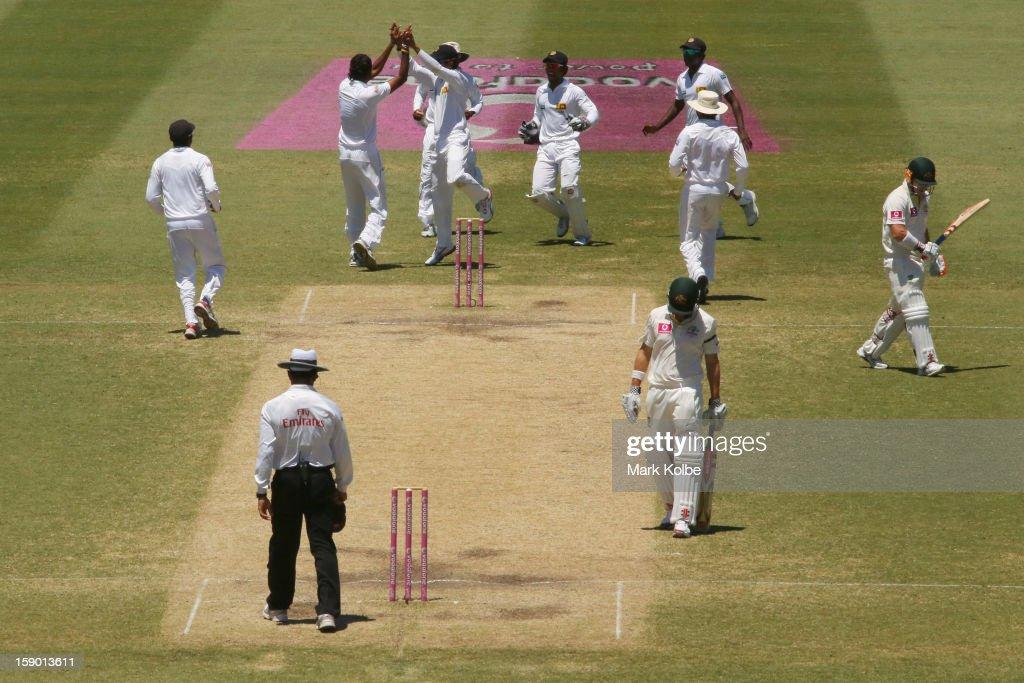 Suranga Lakmal of Sri Lanka celebrates taking the wicket of David Warner of Australia during day four of the Third Test match between Australia and Sri Lanka at Sydney Cricket Ground on January 6, 2013 in Sydney, Australia.
