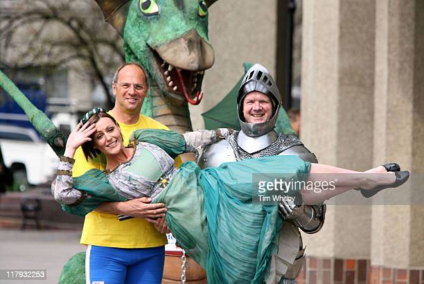 Suranne JonesSir Steve Redgrave and Lloyd Scott during Flora London Marathon 2006 Celebrity Photocall April 21 2006 at Thistle Hotel in London Great...