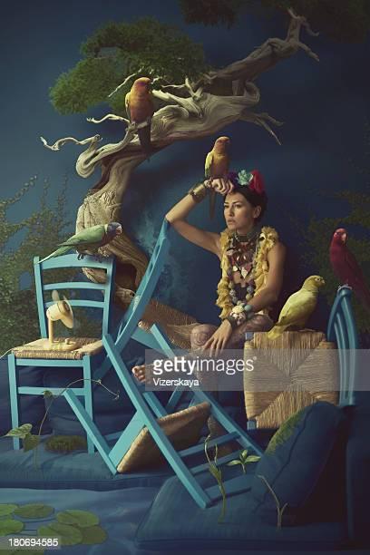 Sureal portrait de femmes avec des perroquets