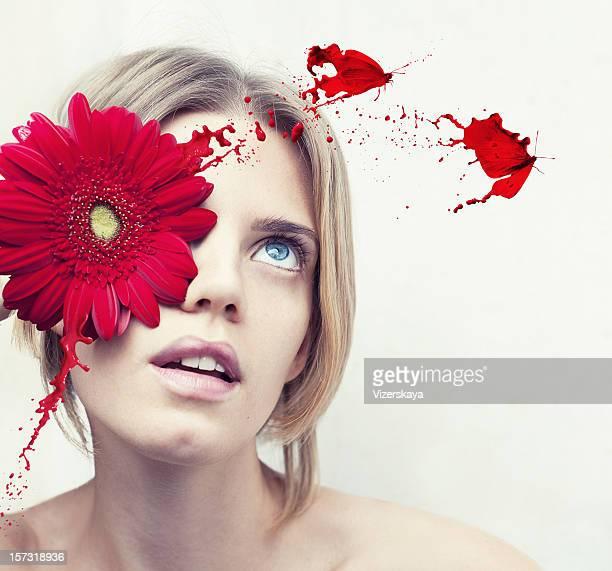 sureal Porträt der jungen Frau mit Rote Blume