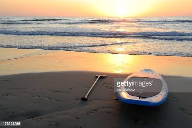 夕暮れのサーフボード