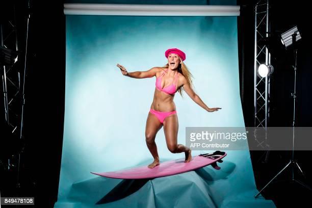 TOPSHOT US surfer Alison Teal poses during a photo session in Paris on September 18 2017 / AFP PHOTO / JOEL SAGET