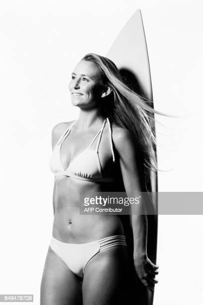 US surfer Alison Teal poses during a photo session in Paris on September 18 2017 / AFP PHOTO / JOEL SAGET