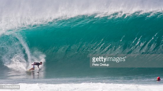 Surfer and surf photographer at Pipeline