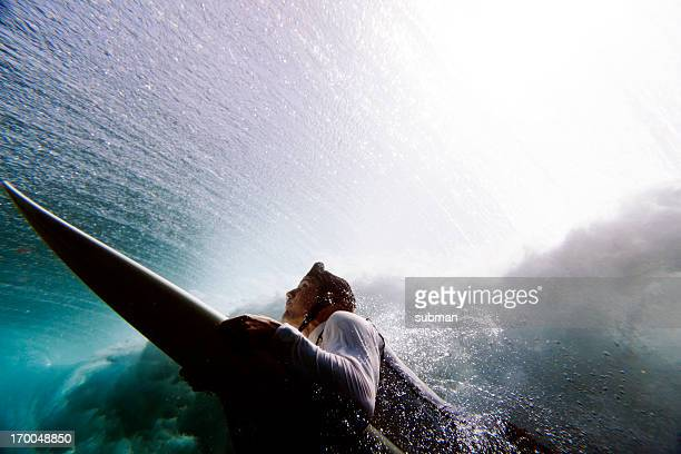 サーファーアヒルのダイビング