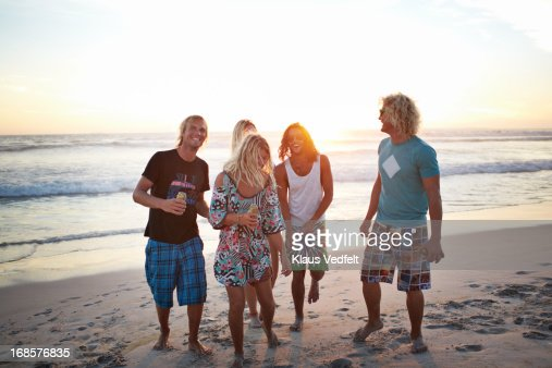 Surfer friends hanging out at the beach : Stock Photo
