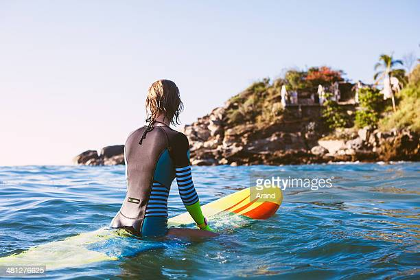 Rapariga surfista