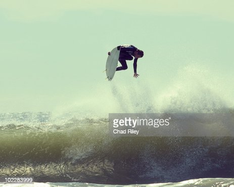 Surfer in mid-air : Stock-Foto