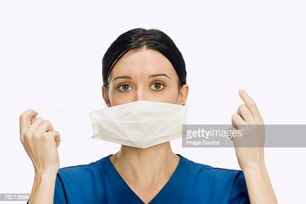 Surgeon putting mask on