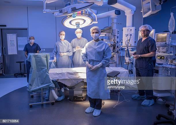 外科チームの劇場を運営する
