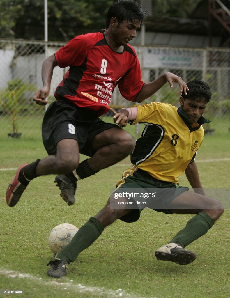 Surjit bose (red) of Mahindra united and Shakeel Patel (yellow) of rcf fighting for the ball during H2K-MDFA-elite division football match at cooperage on August 31, 2005. (Photo by Santosh Harhare /Hindustan Times via Getty Images).