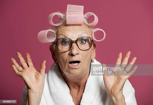 senior mujer sorprendida