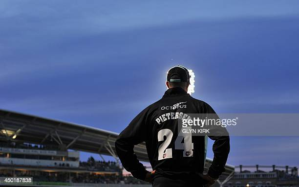 Surrey's Kevin Pietersen fields during the T20 cricket match against Essex at The Oval in London on June 6 2014 AFP PHOTO/GLYN KIRK