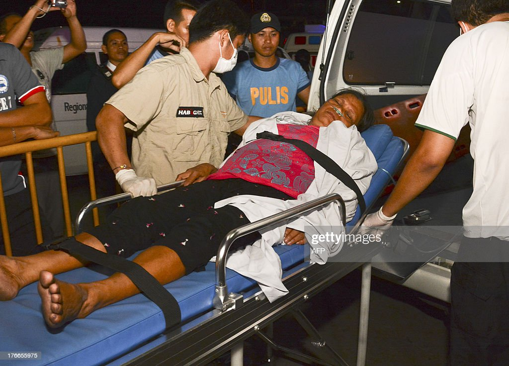 A survivor on a stretcher arrives at hospital in Cebu after a ferry collided with a cargo ship in Cebu, central Philippines on August 17, 2013. At least 17 people died while nearly 600 others were rescued after a ferry collided with a cargo ship in the Philippines on Friday, authorities said. The Thomas Aquinas ferry, which was believed to be carrying about 700 passengers, sank quickly after colliding with a freighter near the port of Cebu, the country's second biggest city, coastguard spokesman Commander Armando Balilo said. AFP PHOTO/STR