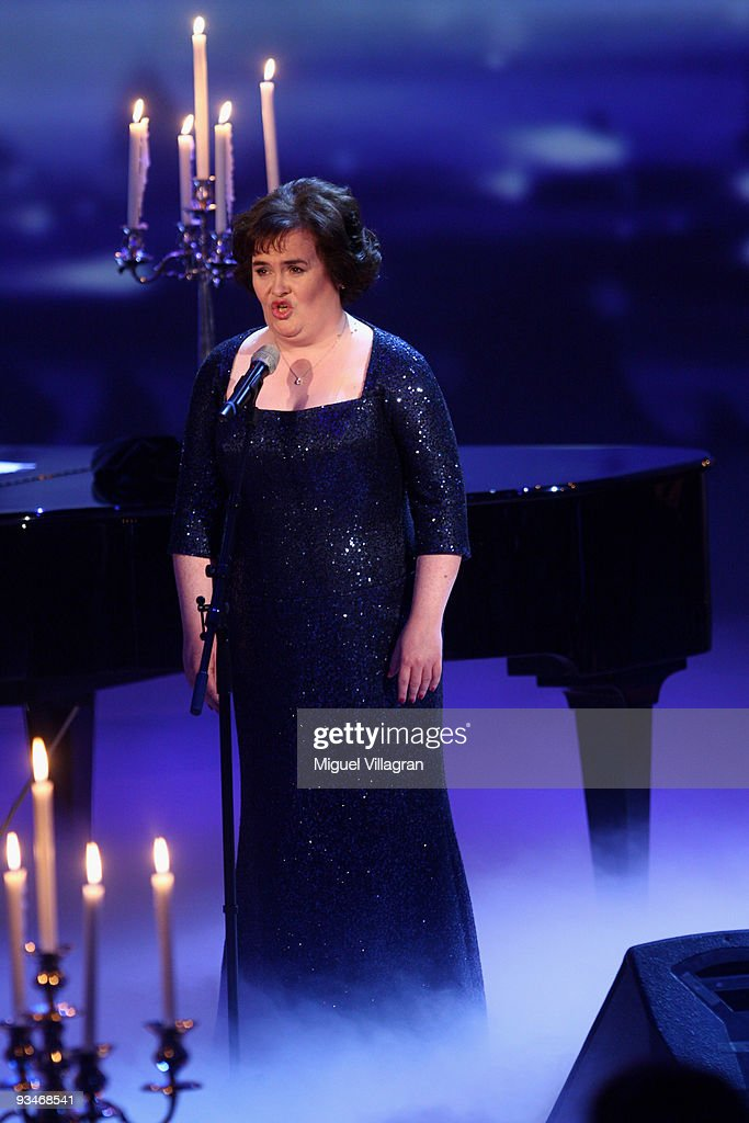 Susan Boyle performs at the 'Menschen 2009' show on November 28 2009 in Munich Germany
