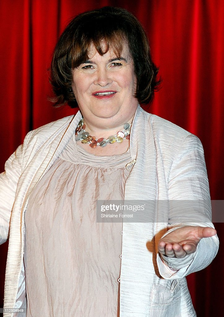 <a gi-track='captionPersonalityLinkClicked' href=/galleries/search?phrase=Susan+Boyle&family=editorial&specificpeople=5810021 ng-click='$event.stopPropagation()'>Susan Boyle</a> poses for photos alongside her new wax figure at the official launch of the new Madame Tussauds venue in Blackpool on April 19, 2011 in Blackpool, England.
