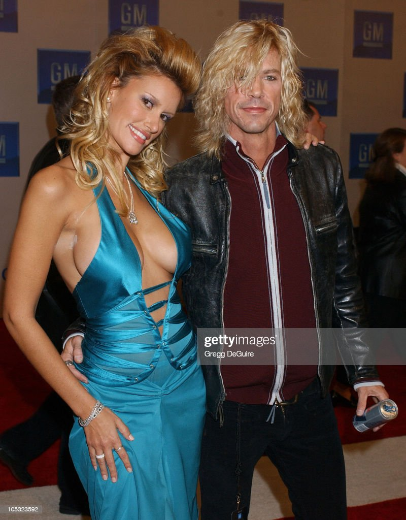 MILFs..de 35 a 45. - Página 12 Susan-holmes-and-duff-mckagan-during-3rd-annual-ten-fashion-show-by-picture-id105323592