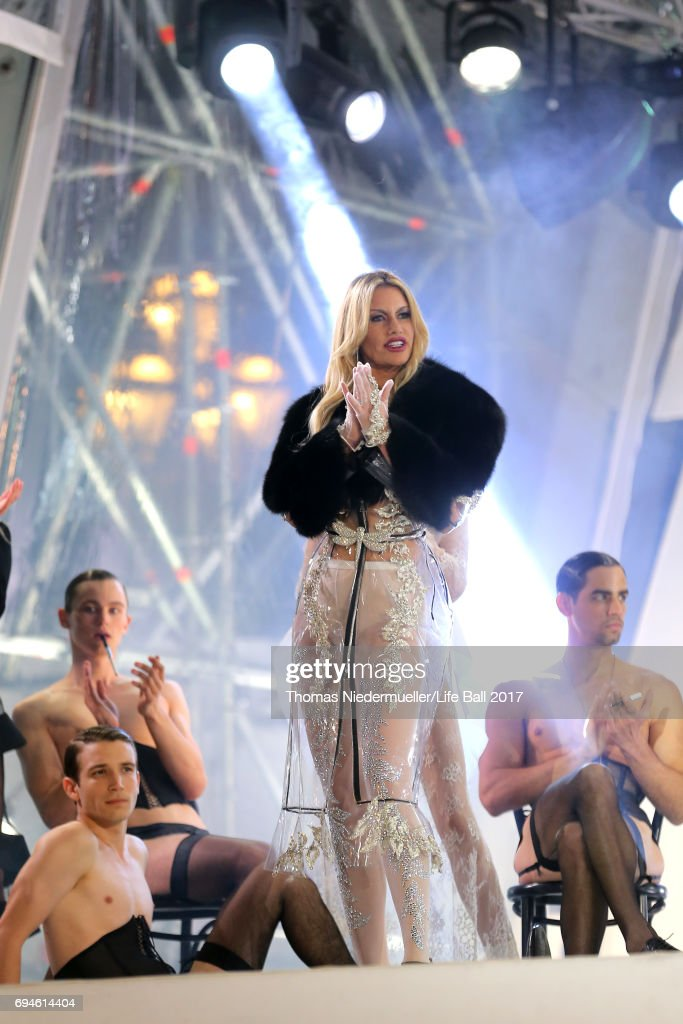 Susan Holmes McKagan performs on stage during the Life Ball 2017 show at City Hall on June 10, 2017 in Vienna, Austria.