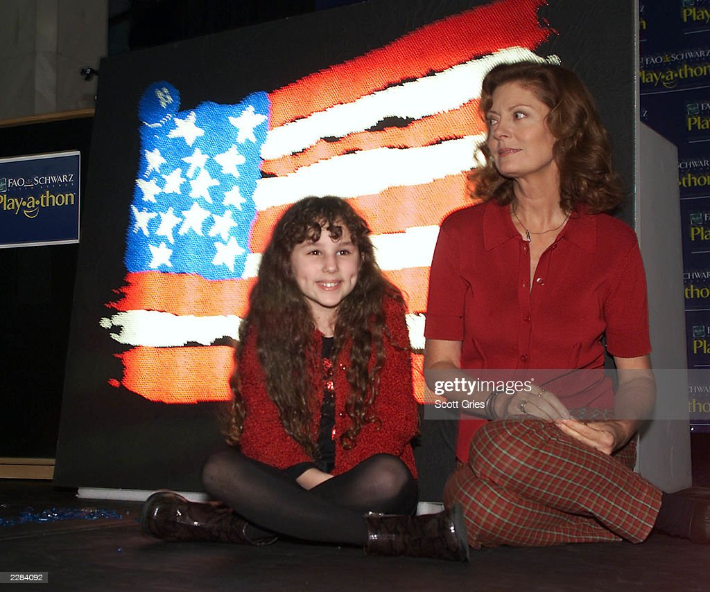 Susan Sarandon And Actress Hallie Eisenberg In Front Of A Giant Litebrite  At The Bob Dolman Prev Luke Benward 2013 How To Eat Fried Worms
