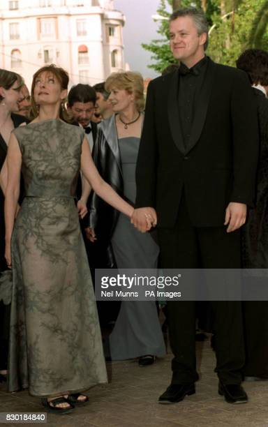 Susan Sarandon and Tim Robbins arrive at the Palais des Festivals for the movie premiere of 'The Cradle Will Rock' directed by Tim Robbins during the...