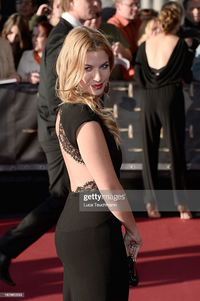 <a gi-track='captionPersonalityLinkClicked' href=/galleries/search?phrase=Susan+Sideropoulos&family=editorial&specificpeople=214654 ng-click='$event.stopPropagation()'>Susan Sideropoulos</a> attends the Deutscher Fernsehpreis 2013 at the Coloneum on October 2, 2013 in Cologne, Germany.