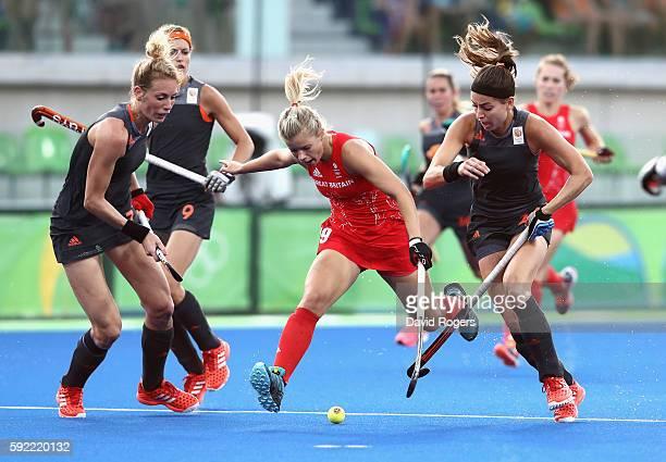 Susannah Townsend of Great Britain is tackled by Eva de Goede of Netherlands in action on Day 14 of the Rio 2016 Olympic Games at the Olympic Hockey...