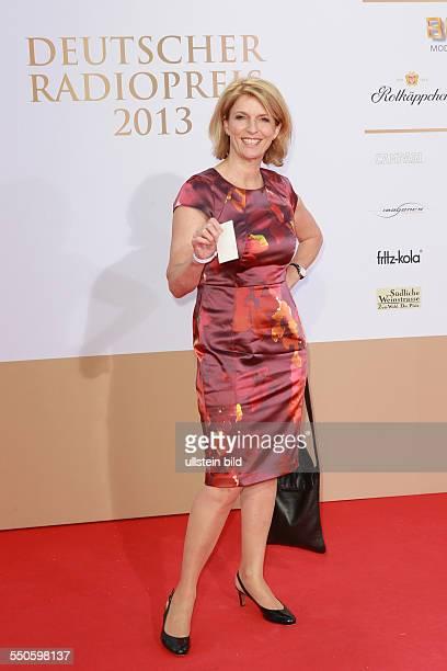 Susanne Holst die deutsche Aerztin Medizinjournalistin und Fernsehmoderatorin beim Deutschen Radiopreis 2012 Verleihung im Schuppen 52 in Hamburg