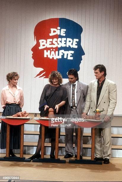 'Susanne Uhlen Alice Schwarzer Pit Weyrich Sepp Maier ZDFShow ''Die bessere Hälfte'' am in Deutschland '