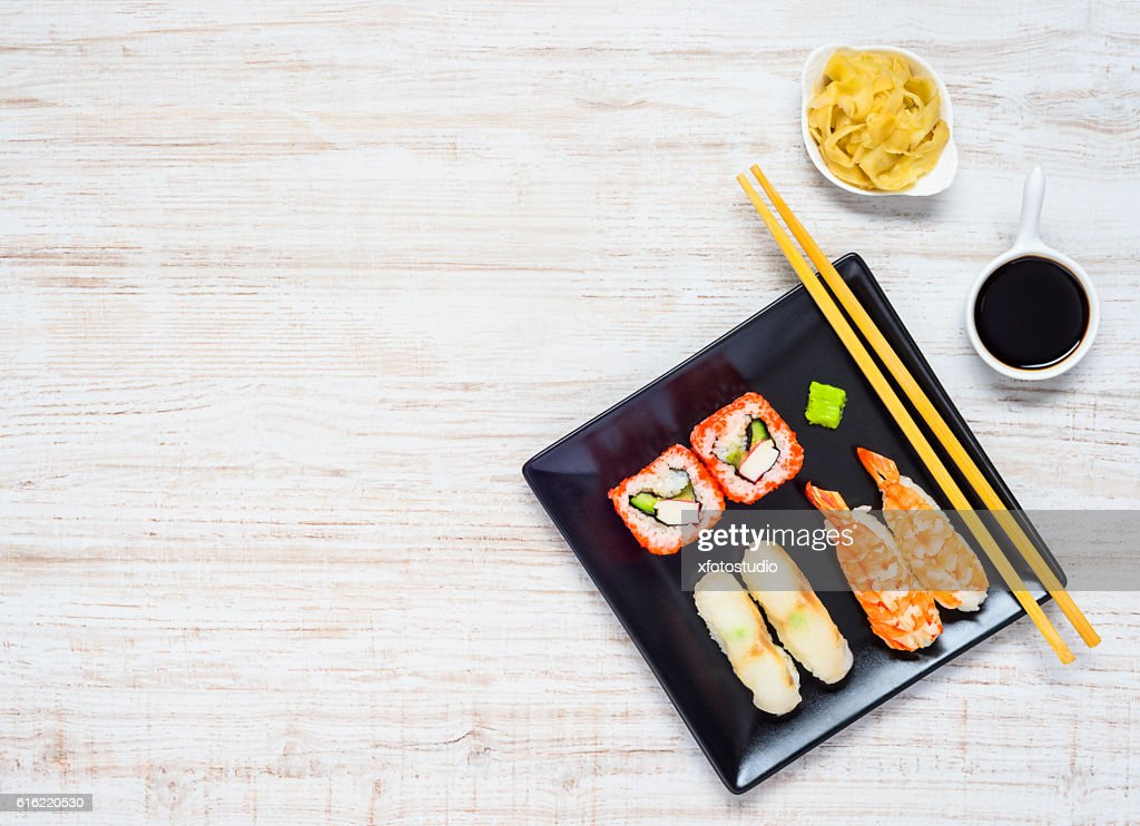 Sushi Black Plate with Soy Sauce and Ginger Copy Space : Stock-Foto