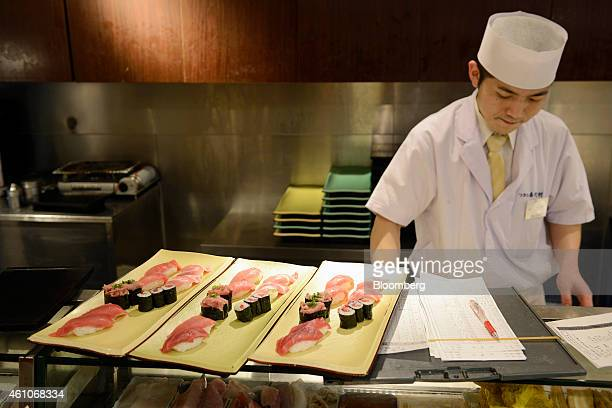 A sushi chef prepares plates of tuna sushi at a Sushi Zanmai sushi restaurant operated by Kiyomura KK in Tokyo Japan on Monday Jan 5 2015 Kiyomura...