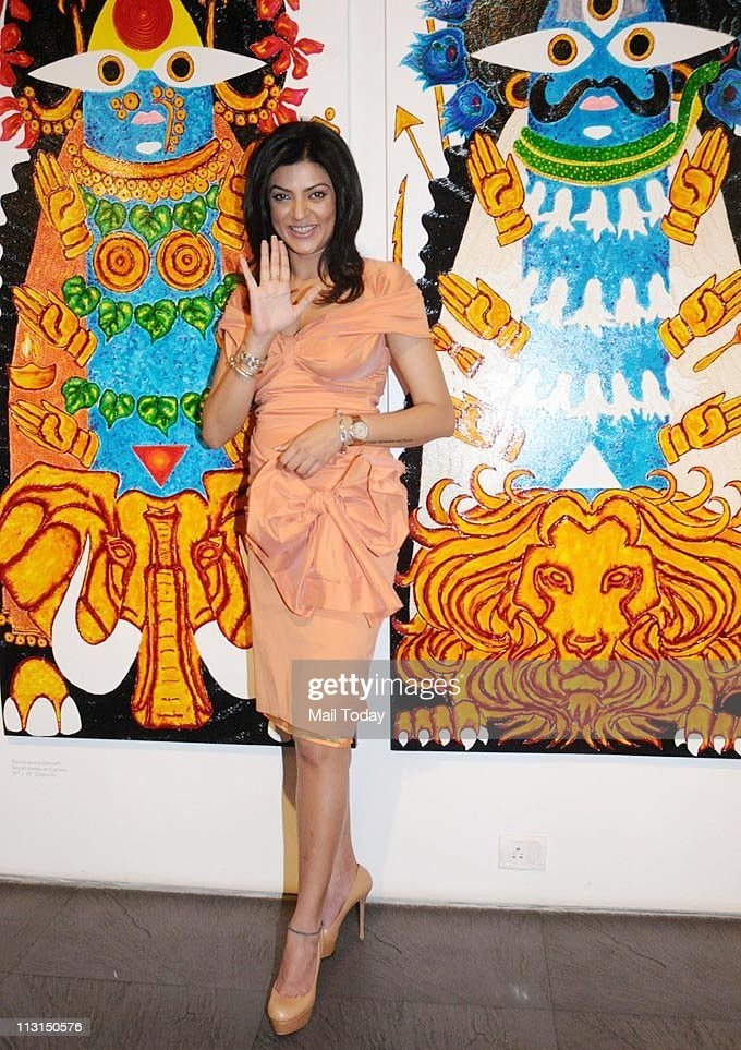 Sushmita Sen at 'I Am' Foundation's charity art event in Mumbai on April 21 2011