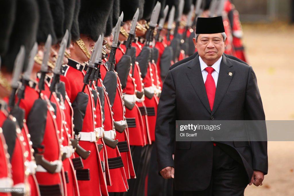 <a gi-track='captionPersonalityLinkClicked' href=/galleries/search?phrase=Susilo+Bambang+Yudhoyono&family=editorial&specificpeople=206513 ng-click='$event.stopPropagation()'>Susilo Bambang Yudhoyono</a>, the President of the Republic of Indonesia, inspects the Guard of Honour during a Ceremonial Welcome in Horse Guards Parade at the start of his State Visit to the UK on October 31, 2012 in London, England. During President Yudhoyono and his wife's three day State Visit to the UK they will stay in Buckingham Palace and meet with members of the Royal Family, Prime Minister David Cameron and lay a wreath at the Grave of the Unknown Warrior in Westminster Abbey.