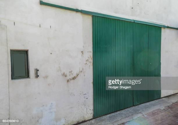 Suspended sliding door