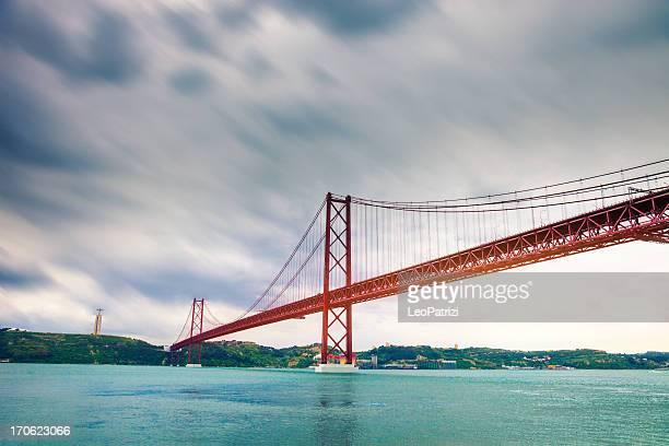 Suspensão Ponte sobre o rio