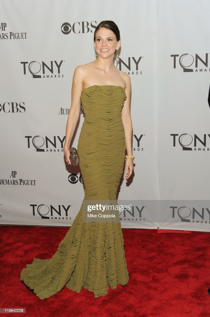 Sutton Foster attends the 65th Annual Tony Awards at the Beacon Theatre on June 12, 2011 in New York City.