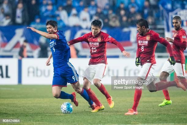 Suwon Forward Park Gidong fights for the ball with Guangzhou Defender Zou Zheng during the AFC Champions League 2017 Group G match Between Suwon...