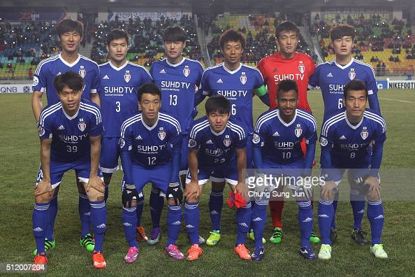 Suwon Samsung Bluewings players line up during the AFC Champions League Group G match between Suwon Samsung Bluewings FC and Gamba Osaka at Suwon...